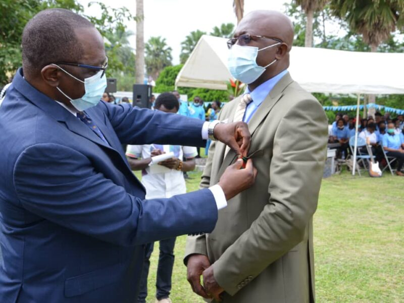 South West Governor decorates BUIB Staff with gold medal